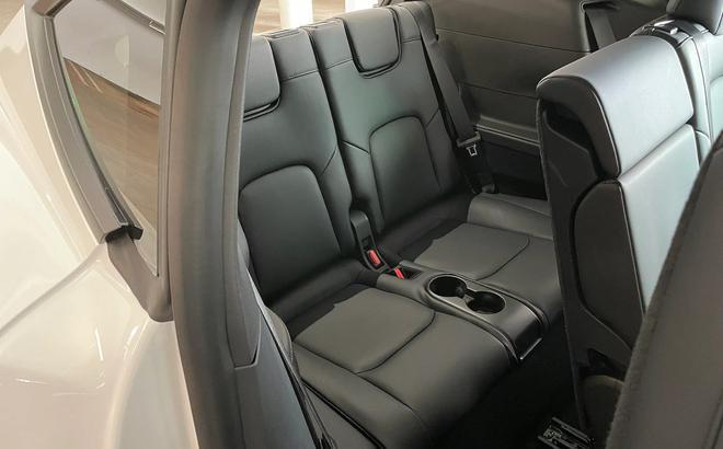 車主體驗特斯拉Model Y第三排座椅 頭部空間感人