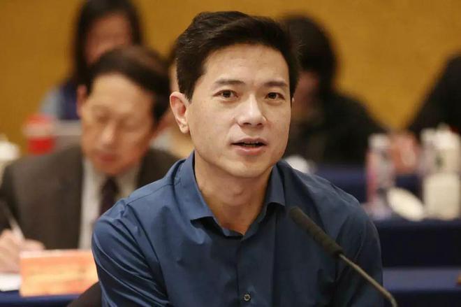 李彦宏:建议国家层面为自动驾驶规模化商用开辟合法化路径