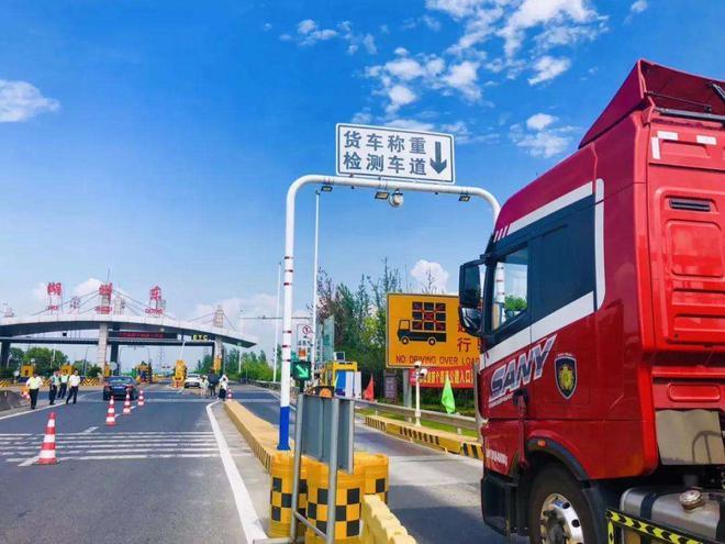 交通部回應高速漲價:確保貨車收費新標比滿載至少下降10%