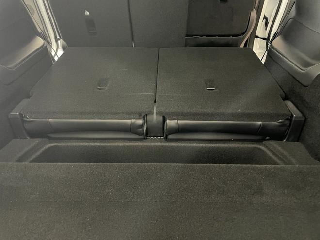车主体验特斯拉Model Y第三排座椅 头部空间感人