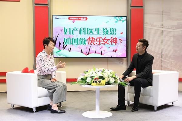 直播进行中 张羽(左一) 北京协和医院妇产科副主任医师 、医学博士;北京和睦家医院特聘专家