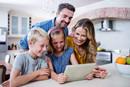 如何防止孩子过度使用电子产品?