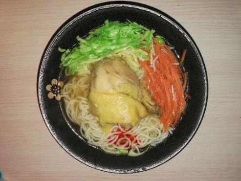 鸡腿面条+圆白菜胡萝卜丝
