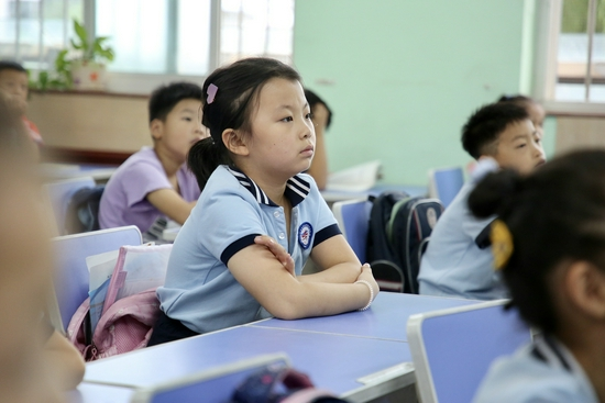 (2021年7月12日,山东泰安正式迎来首期小学生暑期托管服务。图片来源/视觉中国)