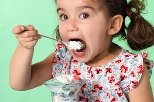 雪糕好吃可不要贪吃,夏季儿童怎?#38383;?#38634;糕才好?