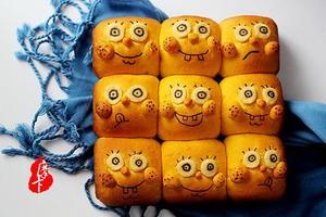萌趣的海绵宝宝挤挤面包(图)