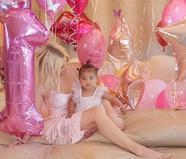 卡戴珊为一岁女儿庆祝生日