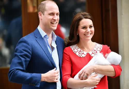 威廉王子和凯特王妃抱三胎亮相