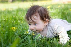 宝宝和春天有个约会 外出赏花要做好防护