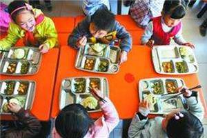 """孩子们的""""小饭桌""""纳入监管 家长更放心了"""