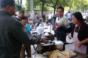 北京拟规定食品摊贩不得设在幼儿园、中小学周边
