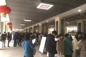 南京民办学校启动小升初 有家长带百份证书