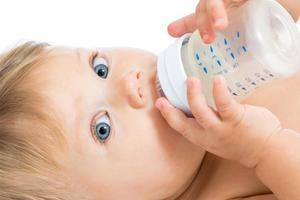 混合喂养的宝宝突然?#24576;阅?#31881;怎么回事?该怎么办?