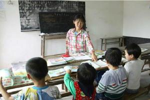 深山独臂女教师:单手砍出上学路 34年教上千学生