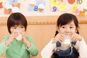 宝宝在什么情况下不能喝牛奶?