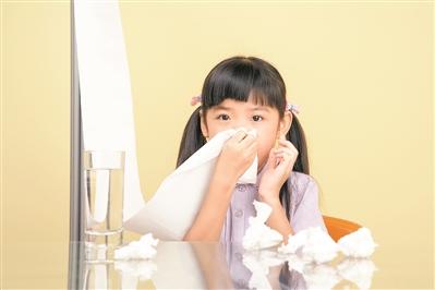 孕妇过敏性鼻炎鼻塞_宝宝喜欢戳鼻子 或因过敏性鼻炎|过敏性鼻炎|鼻子|感冒_新浪育儿 ...
