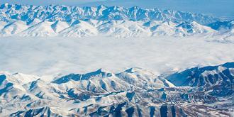 难得一见的戈壁雪景