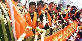98年抗洪老照片:送別解放軍
