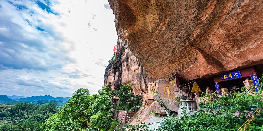 峭壁中的古寺