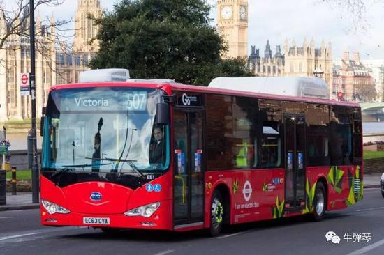 在英国伦敦507号线运走的比亚迪纯电动单层公交大巴