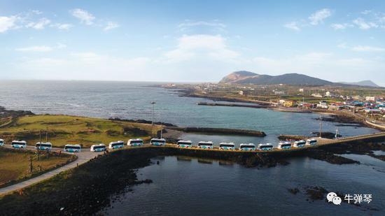 比亚迪纯电动巴士在韩国济州岛牛岛山水间驰骋