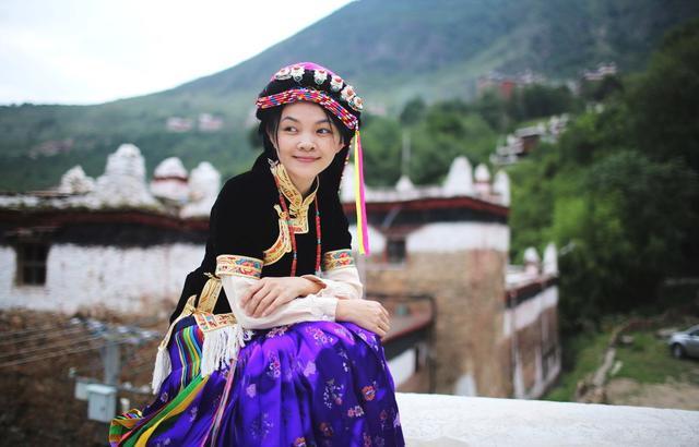 川行记:丹巴藏寨,与森林里神秘来客共眠