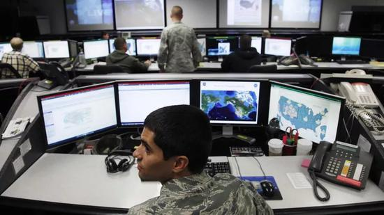 """RT:微软誓言向""""道德崇高、值得尊敬的""""美军提供呈交所有技术。"""