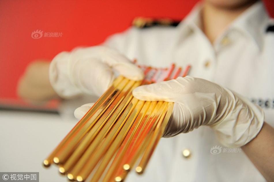 海关查获走私黄金出境案 行李箱中藏黄金近八公斤
