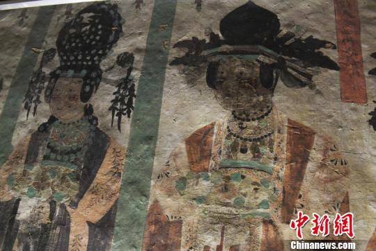 """圖為敦煌壁畫中""""供養人""""形象,服飾頭飾極為精致。 楊艷敏 攝"""