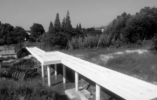 建造中的美术馆长桥