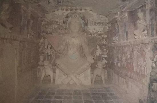 圖4 敦煌275窟正壁佛像