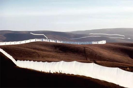"""克里斯托作品""""飛奔的柵籬(Running Fence)1972-76"""""""