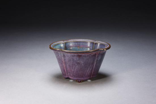 钧窑天蓝釉紫红斑碗赏析