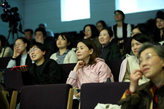 美術館夜場活動豐富了上班人群的下班生活,110個預約名額一票難求。