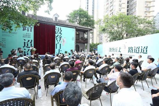 徐悲鴻重要代表作《巴人汲水圖》回到重慶