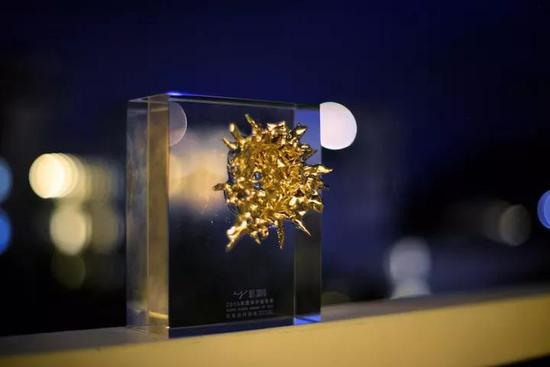 2018年華宇青年獎獎杯,藝術家aaajiao設計
