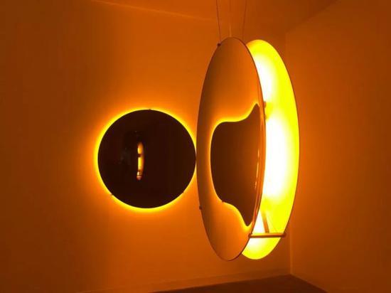 奥拉维尔·埃利亚松《凹面太阳》