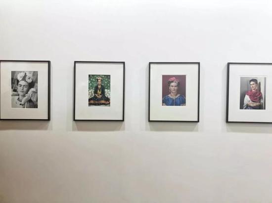 德玉堂在2018年影像上海藝術博覽會現場上展示的弗里達系列,圖片來源:TANC