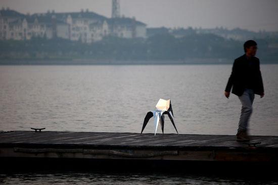 这个形状奇怪的亭子 它的灵感来自于折纸艺术