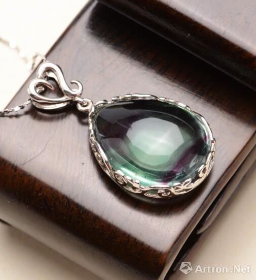 你知道玉石萤石为什么会发光吗?