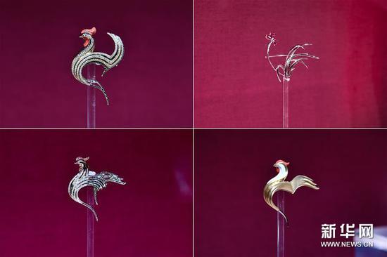 這是2月8日在法國巴黎拍攝的雞年主題珠寶(拼版照片)。