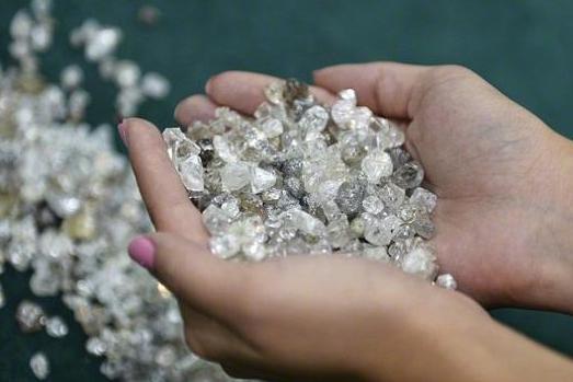 陨石坑挖出2吨钻石_波皮盖陨石坑 世界最大钻石矿藏|陨石|钻石|矿藏_新浪收藏_新浪网