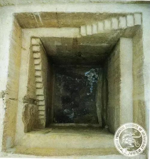 ▲M1棺、槨及隨葬品出土情況