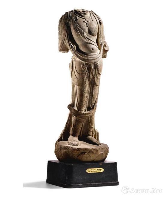 唐 石灰岩雕莲花座菩萨立像 1570万港币