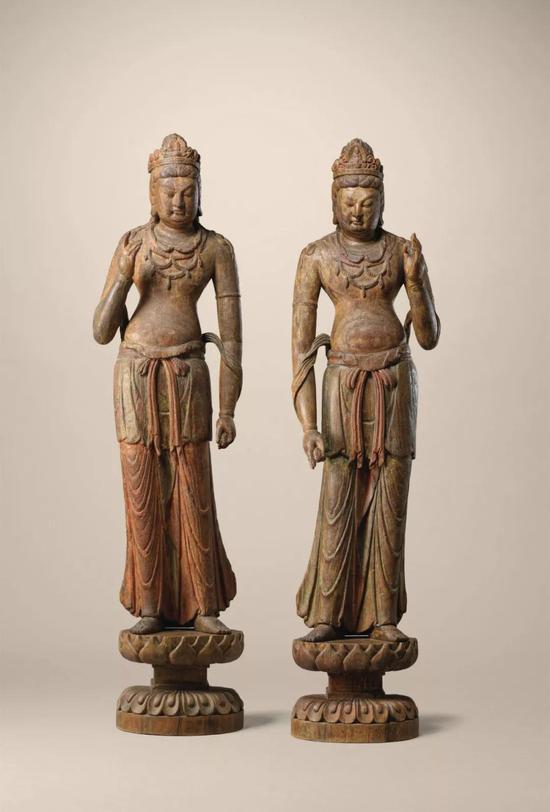 北宋初期木雕菩萨立像一对在佳士得拍卖