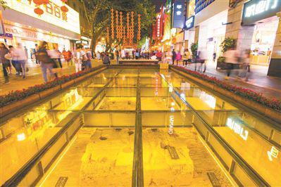 拱北樓遺址就在繁華的北京路上。