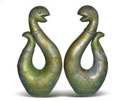 [清]錫鎏金鑄型舉首尾花蛇硯滴對壺 高20厘米
