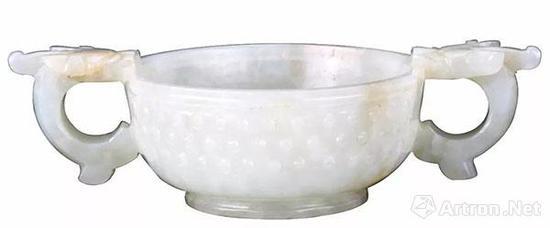 白玉雙螭耳杯 帶耳全寬13厘米,口徑7.5厘米,足徑5厘米,高4厘米。