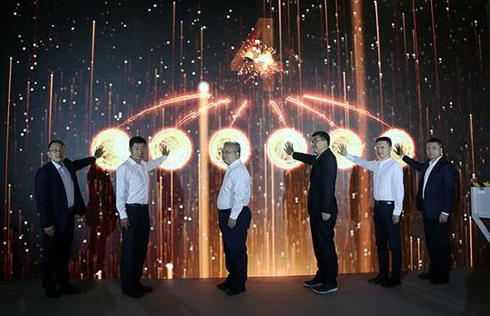 相關領導共同啟動2021版熊貓金銀紀念幣鑄造開機儀式