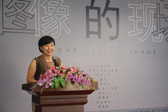本次開幕式由桂林市花橋美術館邱麗萍主持